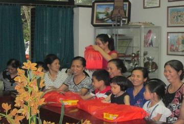 Đến thăm làng trẻ SOS 1/6/2013