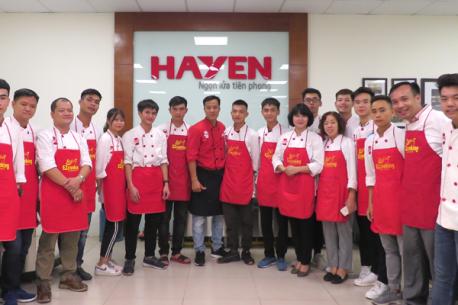 Trải nghiệm khu bếp nấu trình diễn tại Hà Yến của học viên Trung tâm hướng dẫn nấu ăn EZ Cooking