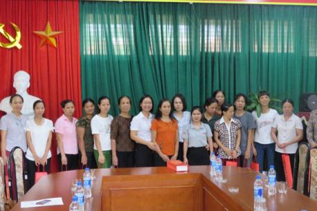 Hà Yến thăm và tặng quà cho các bé ở làng trẻ SOS Hà Nội nhân dịp tết Trung thu và đón năm học mới 2019.