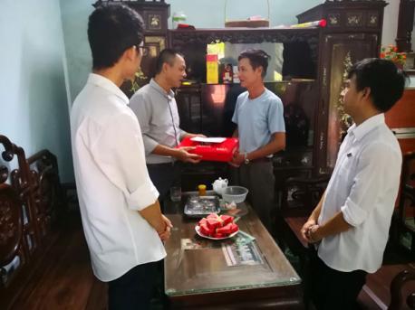 Hà Yến tổ chức thăm hỏi và tặng quà gia đình thương binh liệt sỹ, người có công với cách mạng có người thân đang làm việc tại công ty.