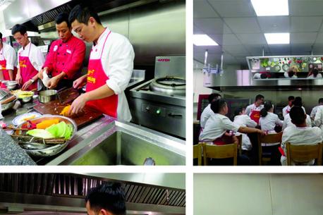 Khu bếp mẫu Live Kitchen Hà Yến một lần nữa được chào đón các học viên từ lớp đầu bếp chuyên nghiệp – Trung tâm Ezcooking đến trải nghiệm và thực hành