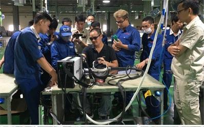 Nhà máy Tân Hà Phát tổ chức Chương trình đào tạo sử dụng máy hàn công nghệ cho công nhân