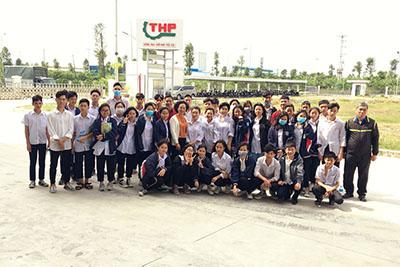 Hà Yến tổ chức buổi tham quan và định hướng nghề nghiệp cho các em ở làng trẻ SOS Hà Nội.