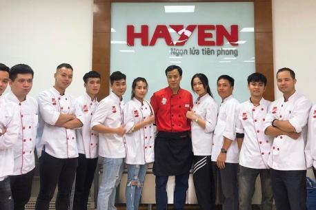 Buổi học ngoại khóa của lớp học viên mới trường EZCooking tại khu bếp mẫu của Hà Yến