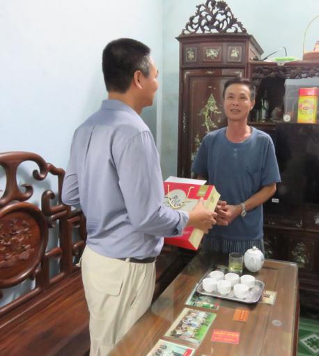 Hoạt động thăm hỏi và tặng quà gia đình thương binh liệt sỹ có người thân đang làm việc tại Công ty CP Hà Yến