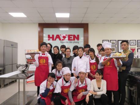 Trường CĐ Nghề Văn Lang thăm quan và thực hành tại khu bếp Live Kitchen Hà Yến