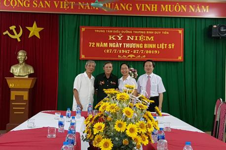 Hà Yến thăm hỏi, tặng quà người thân của CBCNV là thương binh, liệt sỹ và Trung tâm điều dưỡng thương binh Duy Tiên - Hà Nam